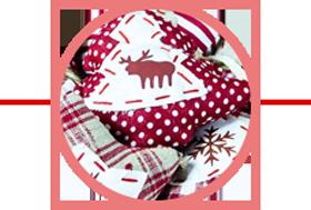 Weihnachtlicher Dekostoff, Textilie für Dekoration mit Weihnachtsbaum-, Elch- und Schneeflocken-Logo