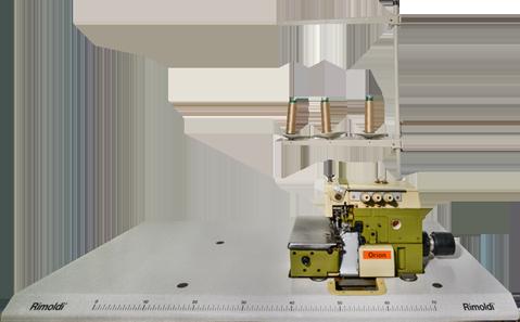 Overlock-Nähmaschine sowohl für leichte und feine Materialien, als auch für elastische und grobe Stoffe, Strickwaren und Webstoffe. Sie wird für das Zusammennähen, Versäubern von Schließnähten und Verbindungsnähten, sowie für präzises Abschneiden in einem Arbeitsgang verwendet – Overlockstich oder Überwendlichstich genannt